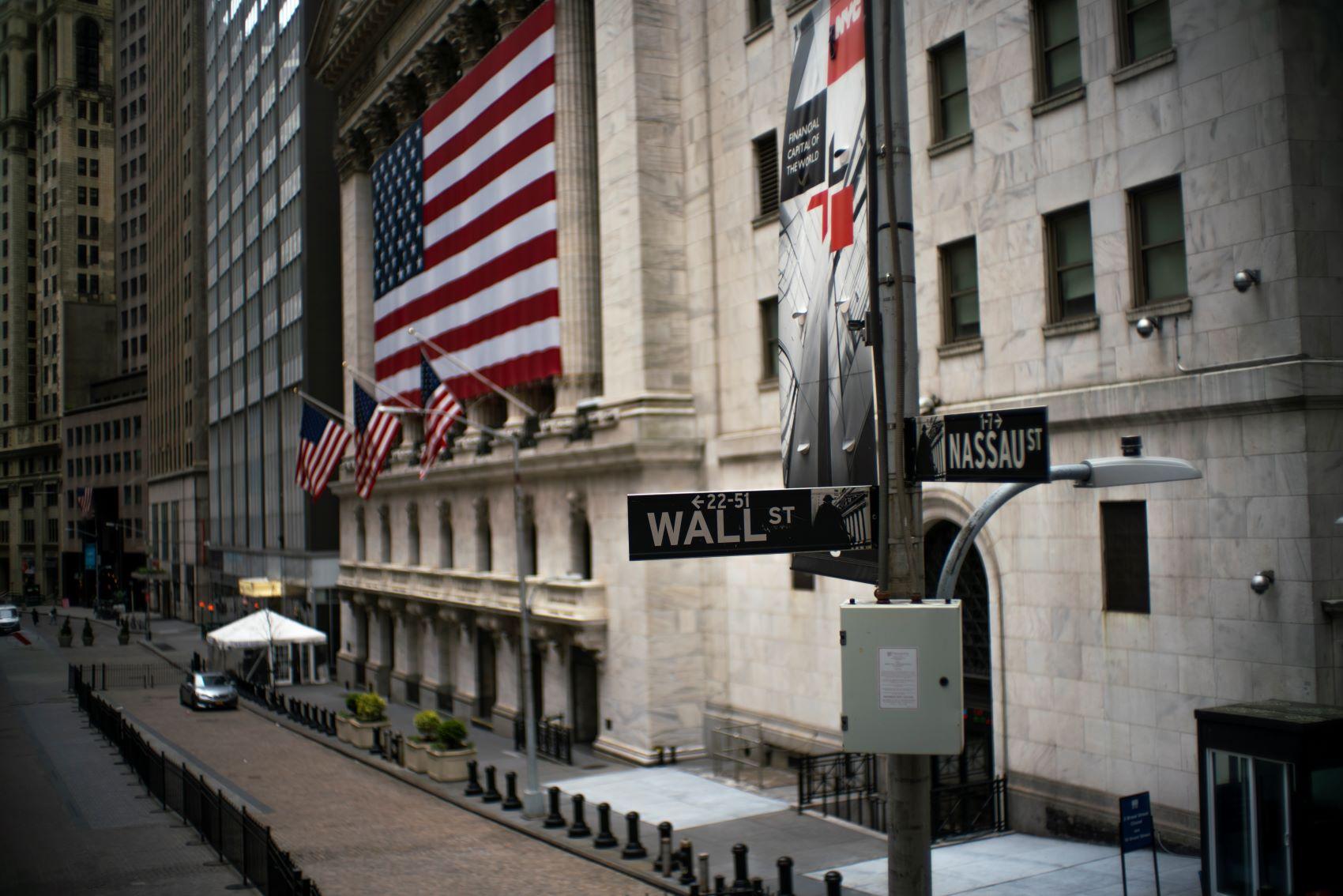 invistaja.info - SEC suspende nos EUA negociação de papéis de 15 empresas por risco a investidores