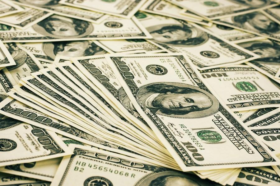 invistaja.info - Dólar se aproxima de R$ 5,70 com instabilidade em Brasília