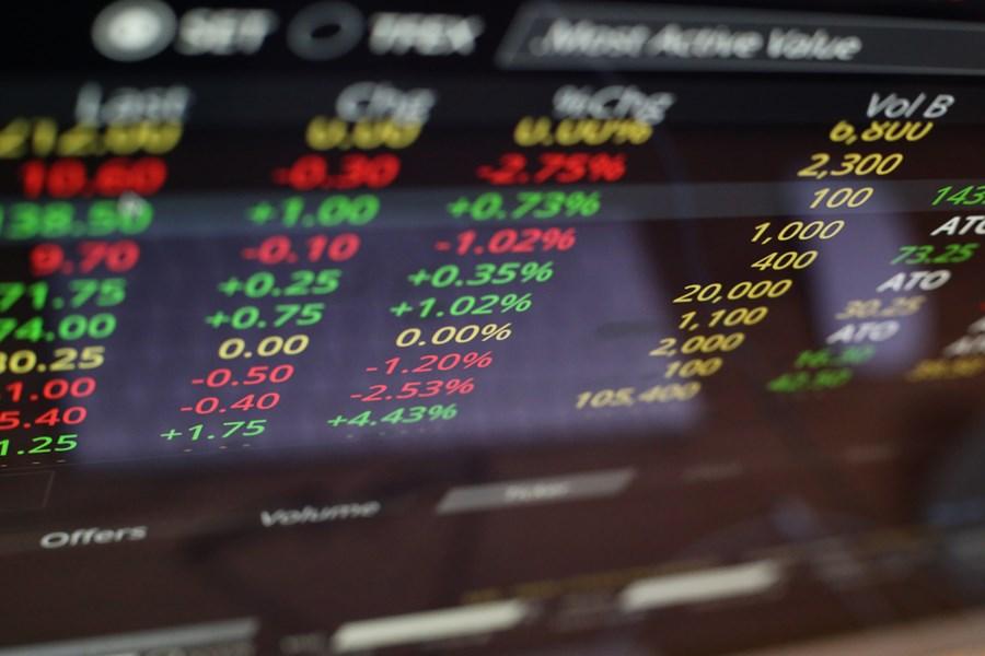 invistaja.info - Ibovespa fecha em alta e quase apaga perdas na semana puxado por Wall Street; dólar cai a R$ 5,27