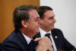invistaja.info - Flávio cita Bolsa Família de R$ 270, inferior aos R$ 300 cogitados por Bolsonaro