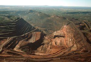 """invistaja.info - Alta do IOF, PEC dos precatórios, Vale """"dividida"""" entre minério e dividendos e mais assuntos que vão movimentar o mercado hoje"""