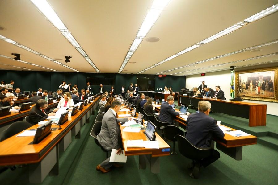 invistaja.info - CCJ da Câmara aprova admissibilidade da PEC dos precatórios por 32 a 26