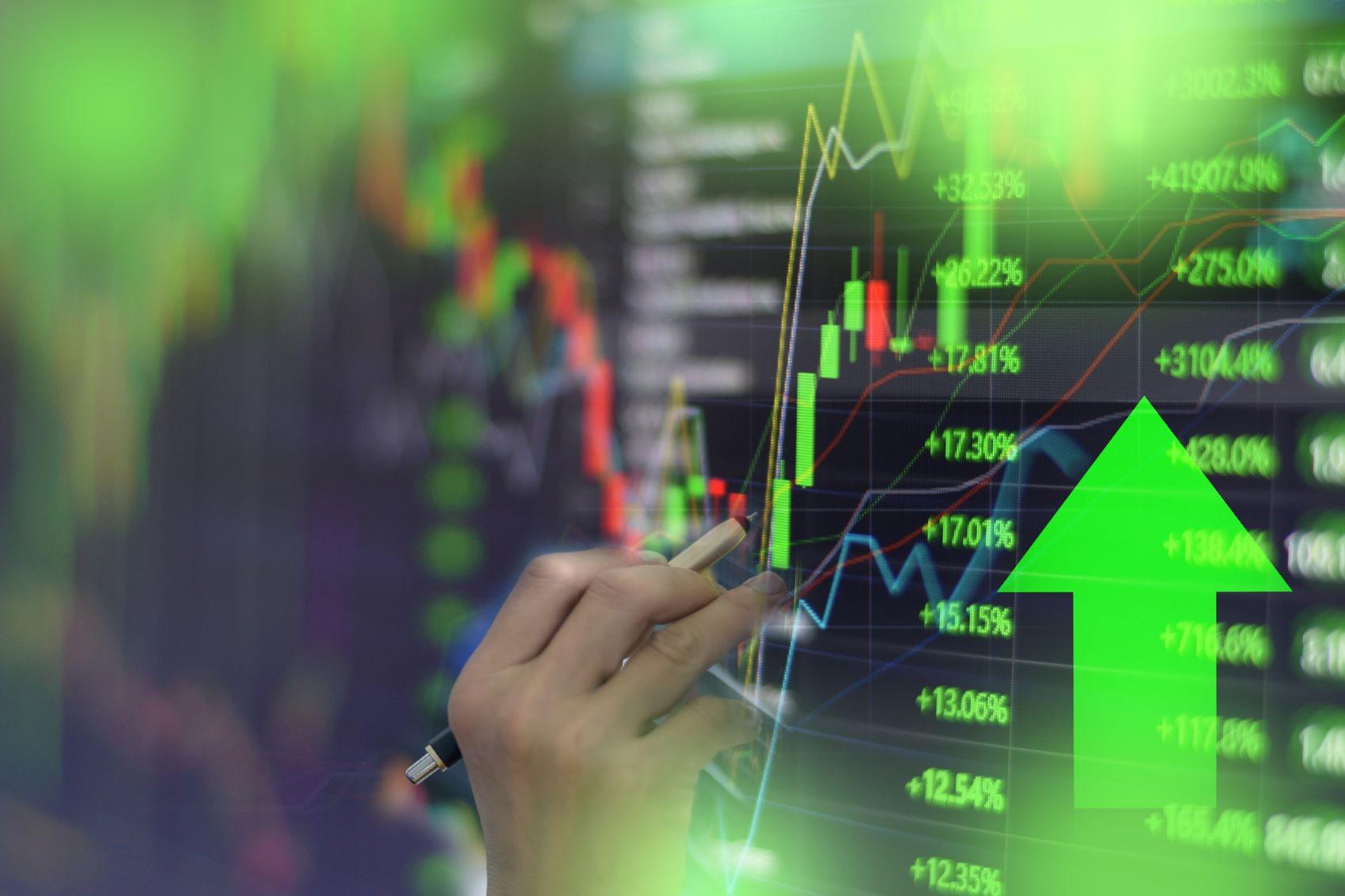 invistaja.info - Ibovespa futuro destoa do exterior e cai mais de 1%, com investidores de olho no fiscal; dólar sobe
