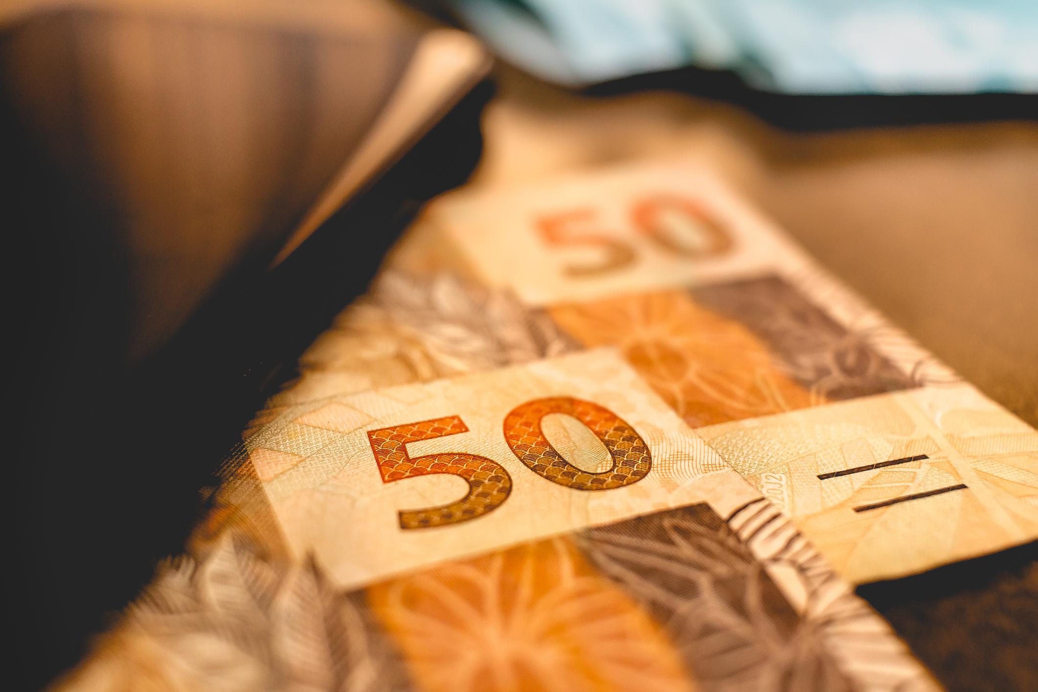 invistaja.info - Nova proposta de auxílio de R$ 400 em 2022 terá parte extra-teto, diz fonte à Reuters